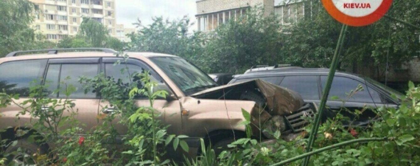 У Києві суддя напідпитку припаркувався у чуже авто