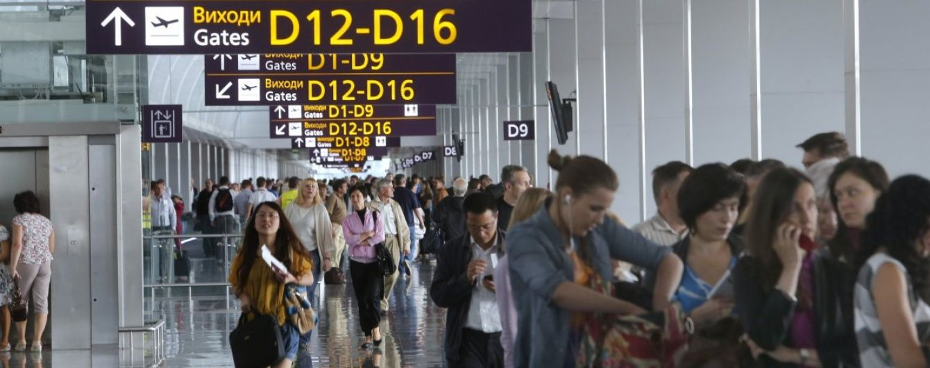 """У """"Борисполі"""" через несправний літак застрягли туристи, що прямують до Туреччини"""