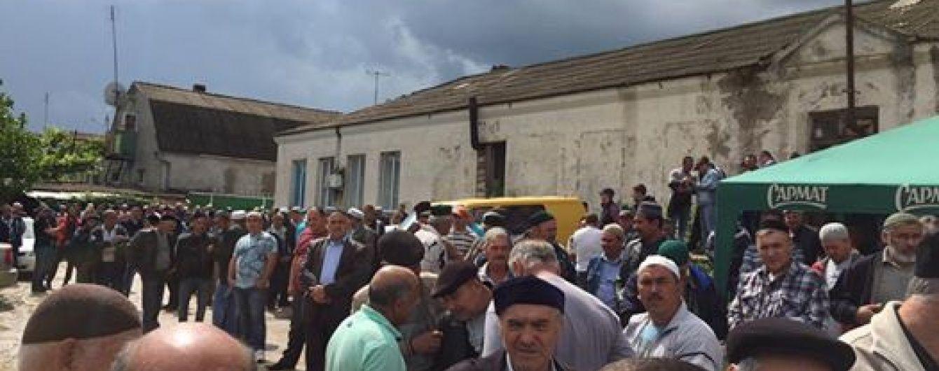 Сотні татар прийшли провести в останню путь жорстоко вбиту кримську татарку