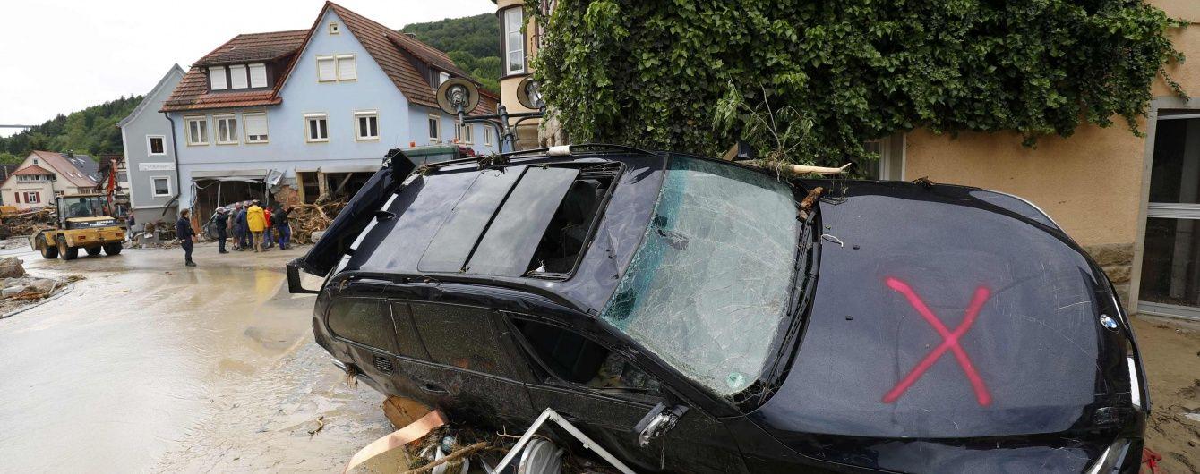 У Німеччині повінь змивала машини разом із водіями на очах безпорадних свідків