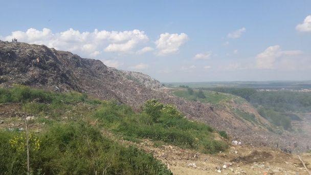 Під Львовом стався обвал сміття з висоти 90 метрів