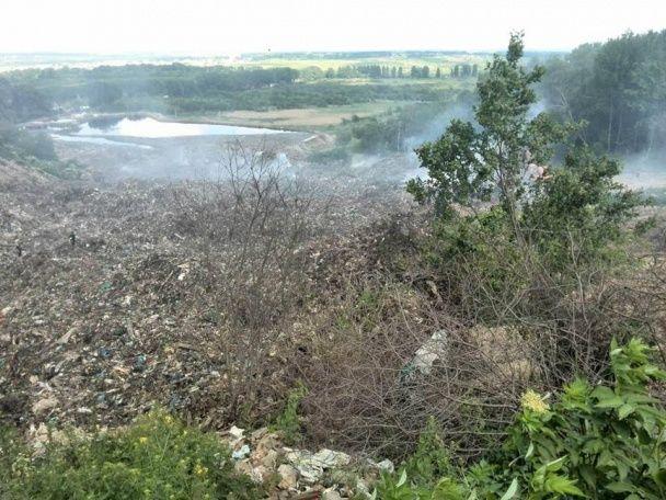 У Мережі оприлюднили перші фото жахливого зсуву сміттєзвалища під Львовом