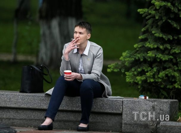 Нардеп Савченко встигла покурити і випити кави перед засіданням Ради