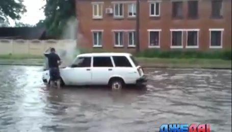 В Харькове бешеные ливни превратили дороги в полноводные реки