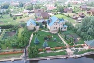 Під Києвом можновладці зводять шикарні маєтки на берегах Дніпра, де заборонено будівництво