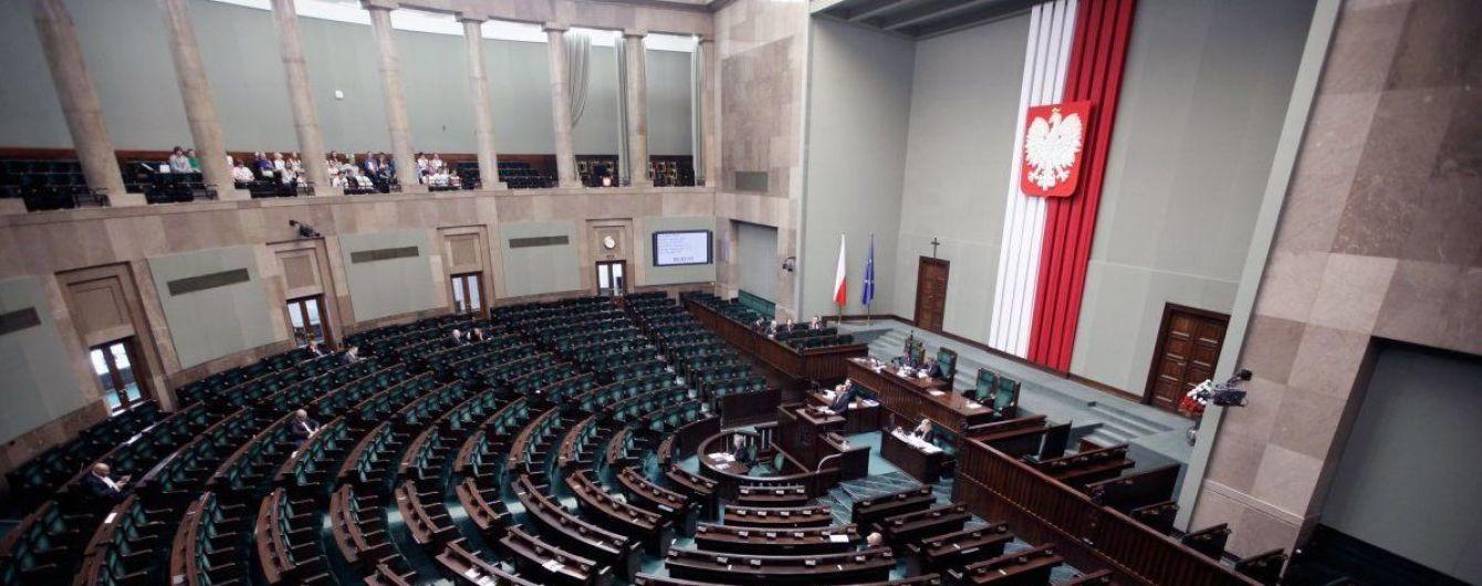 """У Польщі депутат може загриміти до в'язниці на 5 років за """"кнопкодавство"""""""