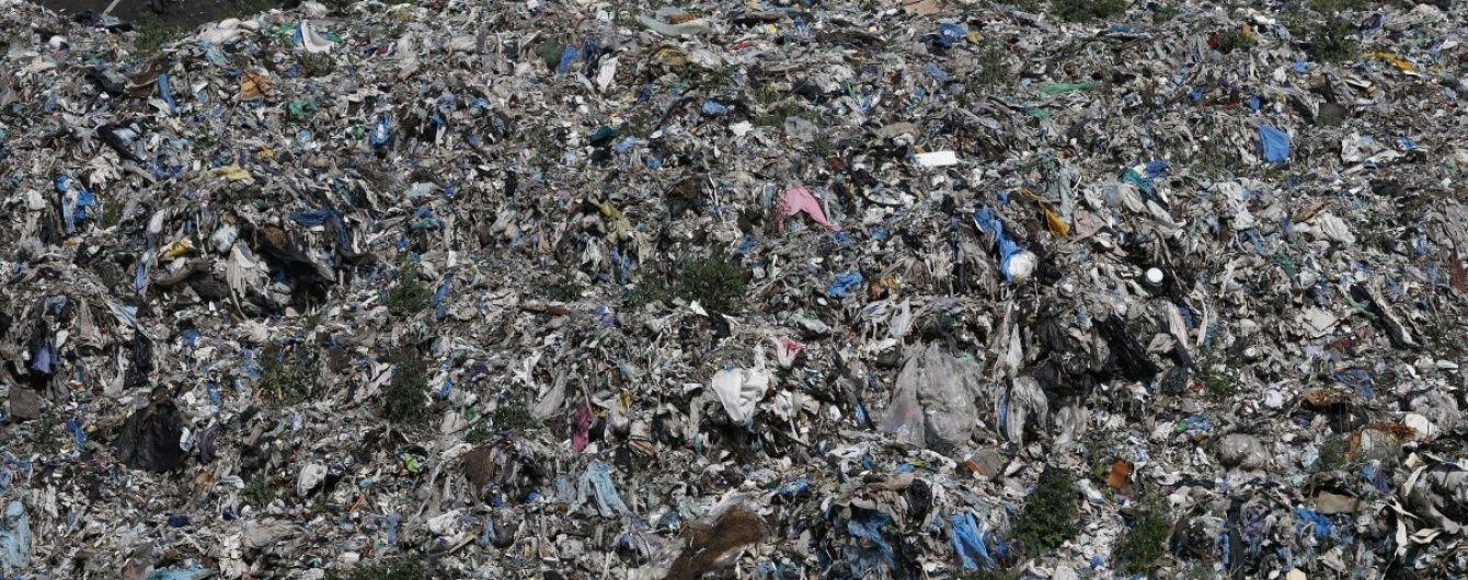 """Поблизу нелегального сміттєзвалища під Миколаєвом виявлено """"сад фекалій"""""""