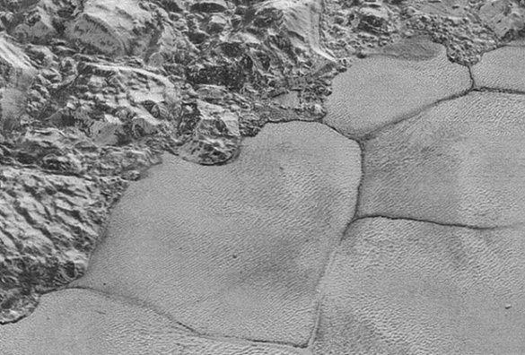 Геофизики объяснили механизм образования многоугольников на Плутоне
