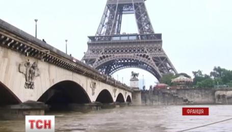 Во Франции эвакуируют людей из затопленных городов