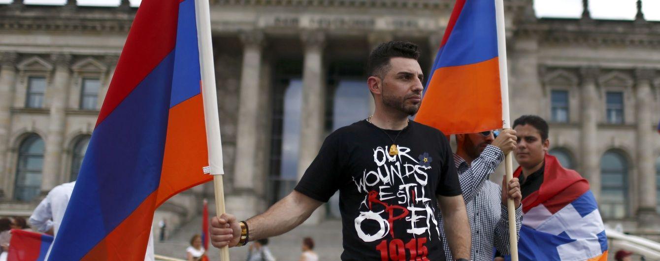 У Єревані захопили поліцейську дільницю, вимагаючи звільнити опозиціонера