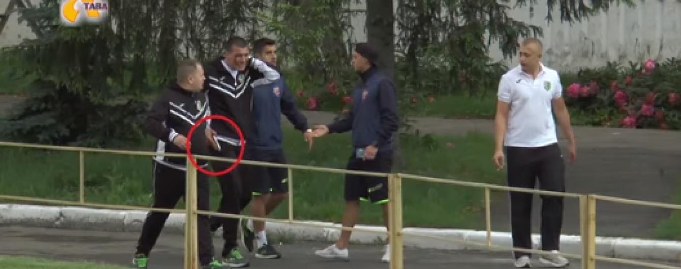 """Директор футбольного клубу """"Полтава"""" взявся за пістолет після сварки з фанами суперника"""