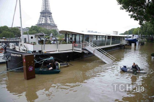 У Парижі чекають підняття рівня Сени до 5,5 метрів