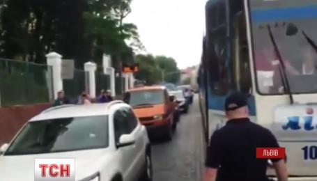 У Львові поліція та перехожі зупинили трамвай, у якого відмовили гальма