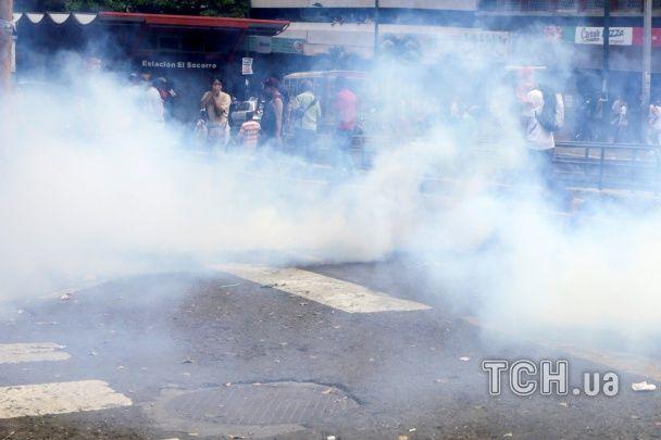"""""""Ми хочемо їжі"""": у Венесуелі голодний бунт жорстоко розганяє поліція"""