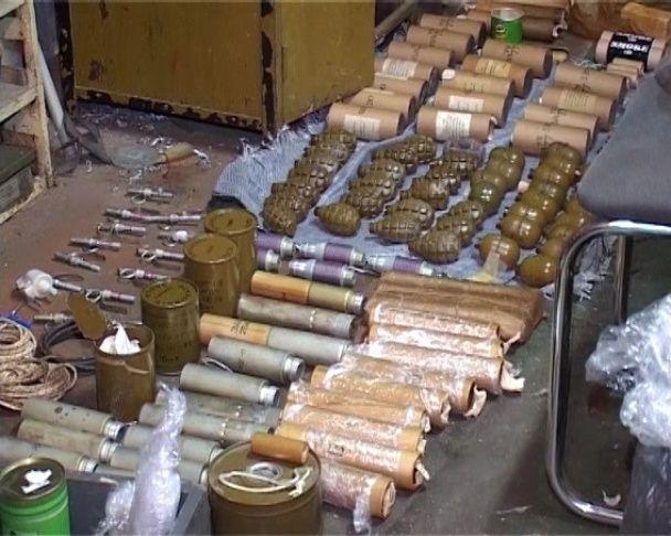 У центрі Києва знайшли величезний арсенал зброї, ймовірно вивезеної із АТО