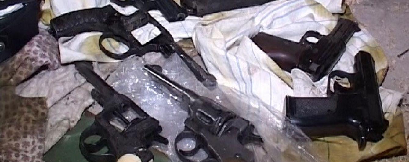 Власник виявленого в Києві арсеналу зброї повісився