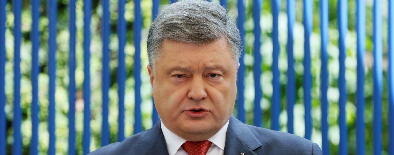 Порошенко доручив помізкувати над персональними санкціями для ворогів преси в Криму