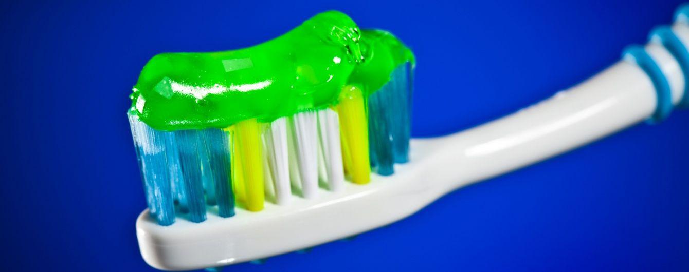 Очистка взуття та боротьба з прищами: неочікувані можливості зубної пасти. Інфографіка