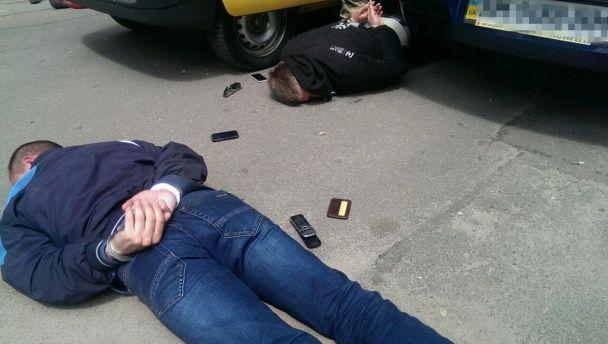 """У Житомирі поліцейські збували наркотики і """"кришували"""" ділків"""
