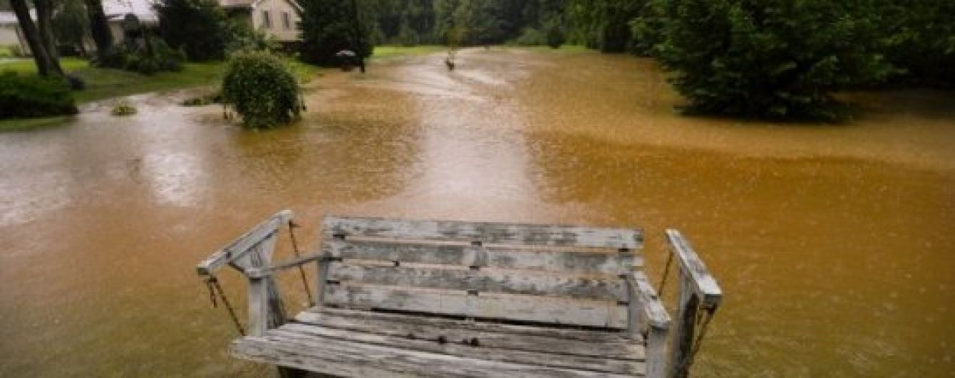 Висока вода дісталась Грузії: злива затопила вулиці та завдала збитків головному регіону виноробів