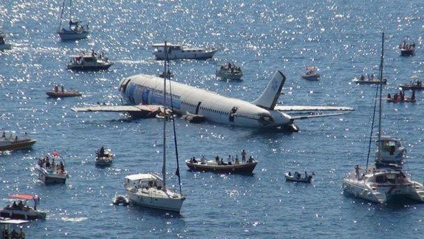 У Туреччині затопили літак, щоб заманити туристів