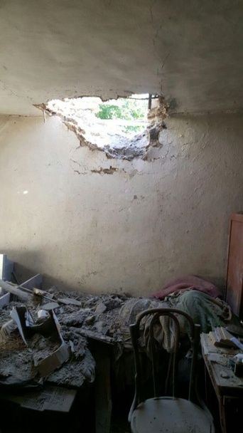 Військові оприлюднили фото руйнувань в обстріляній бойовиками Миколаївці