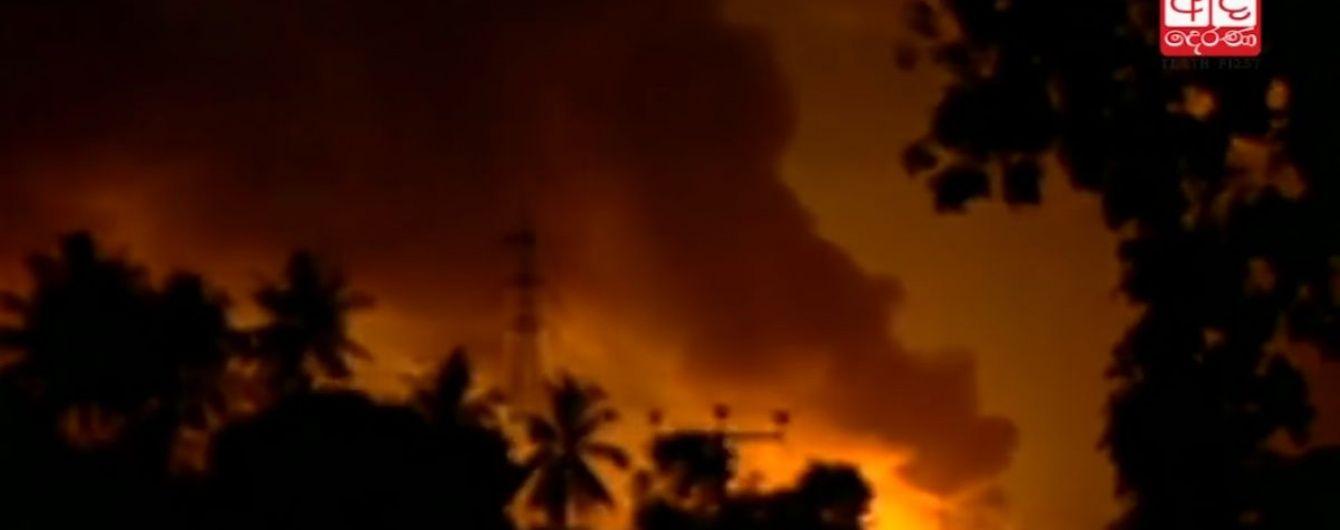 На Шрі-Ланці палає найбільший склад боєприпасів