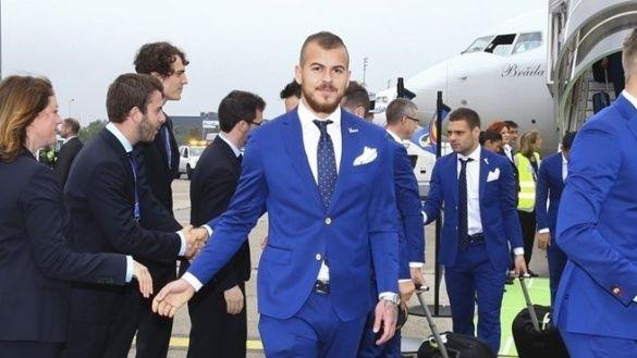 Збірна Румунії прибула до Франції_3