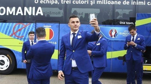 Збірна Румунії прибула до Франції_4