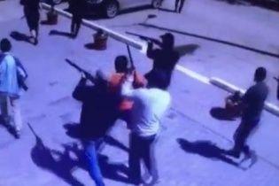 На вулицях Актобе триває стрілянина після кривавого нападу невідомих