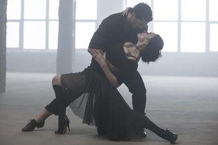 Пышногрудая Надежда Мейхер слилась в страстном танго с аргентинским красавцем