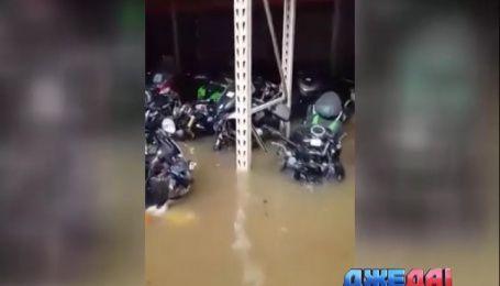 Триста новеньких мотоциклов погибли в Париже из-за наводнения