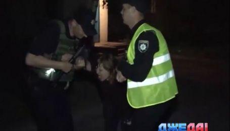 Как луганская полиция унимала пьяную женщину