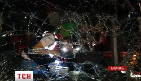 На юге Турции школьный автобус упал в воду