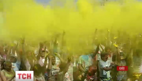 """В столице около двух тысяч человек приняли участие в """"Цветном пробеге"""""""