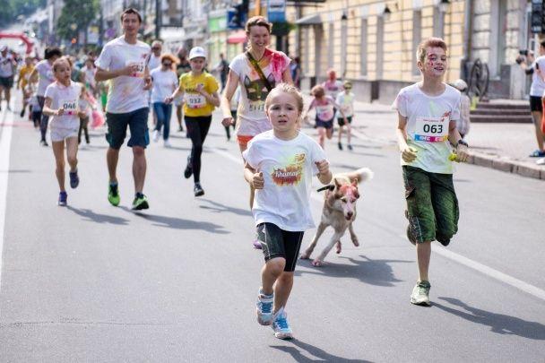 Кольоровий забіг: Падалко, Леончук, Анатоліч, Комаров, Хамайко та Попов взяли участь у Color Run