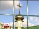 В одному із дворів Києва жителі протестують проти двометрового паркану навколо храму