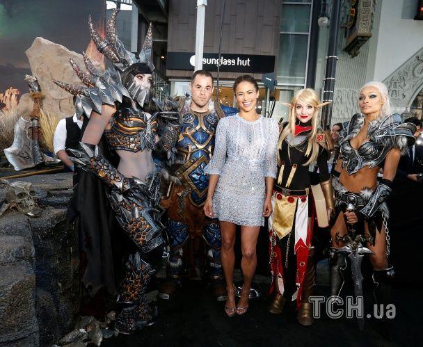 """Відома акторка шокувала зеленим макіяжем та костюмом з рогами на прем'єрі """"Варкрафту"""""""
