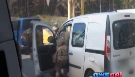 На украинской границе СБУ задержала человека с арсеналом оружия