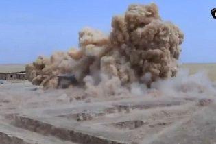 """Бойовики """"ІД"""" виклали у Мережу відео знищення 2500-річного храму в Іраку"""