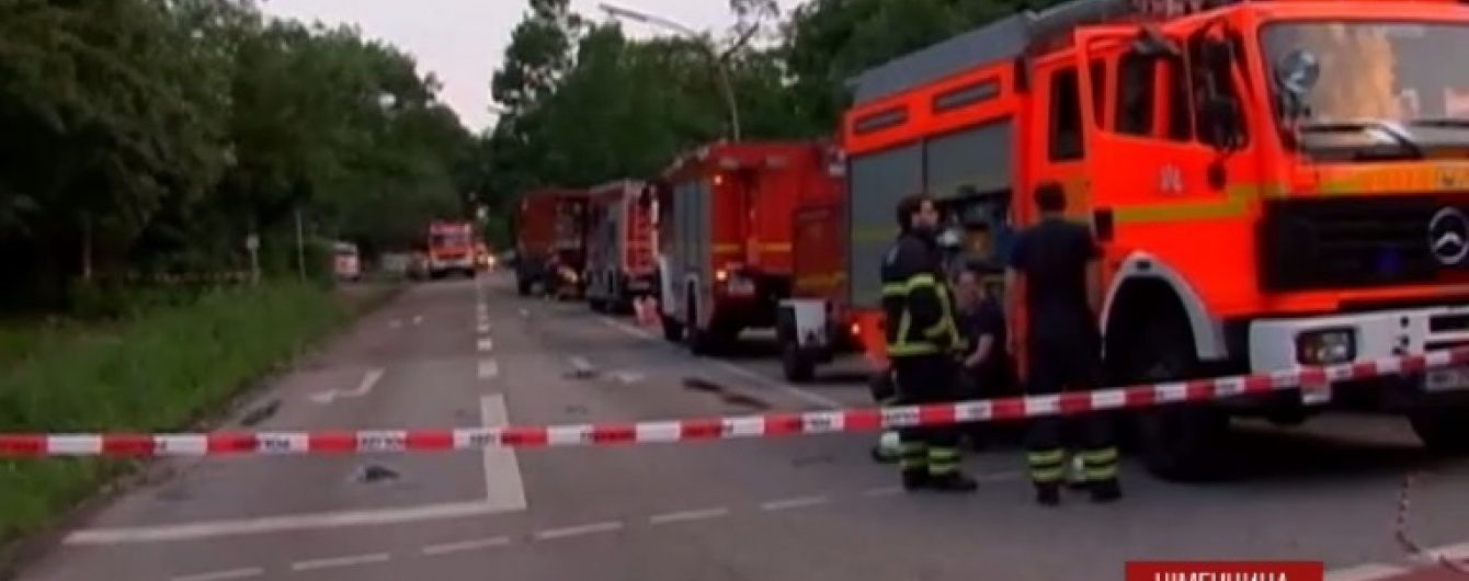 Торнадо пронісся центром Гамбурга: стихія зривала дахи та виривала дерева із корінням