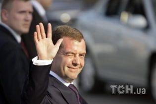 Денег нет, но вы держитесь. Лучшие рекламы, песни и коубы с Медведевым