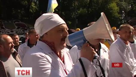 Работники Чернобыльской АЭС и зоны отчуждения вышли с протестом под Кабмин
