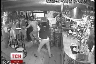 У Києві на очах байдужих поліцейських сталося жорстоке побоїще в кафе