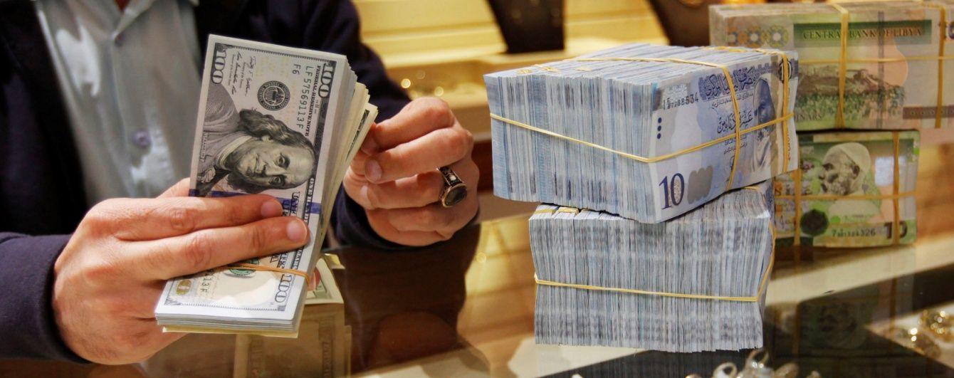 Долар і євро втрачають у ціні в курсах Нацбанку. Інфографіка