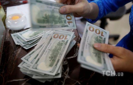 Долар і євро здешевшають. Нацбанк визначився з курсами валют на п'ятницю та вихідні