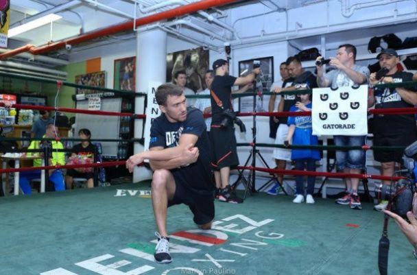 Українські фанати боксу взяли участь у тренуванні Ломаченка в США