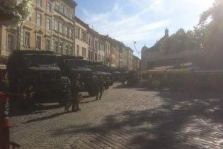 Міськраду Львова оточили кордони поліції і Нацгвардії
