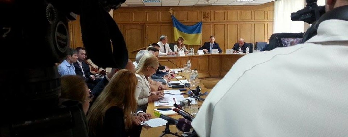 """Членів НКРЕ під час засідання з підвищення тарифів """"посилали"""" і ганьбили"""