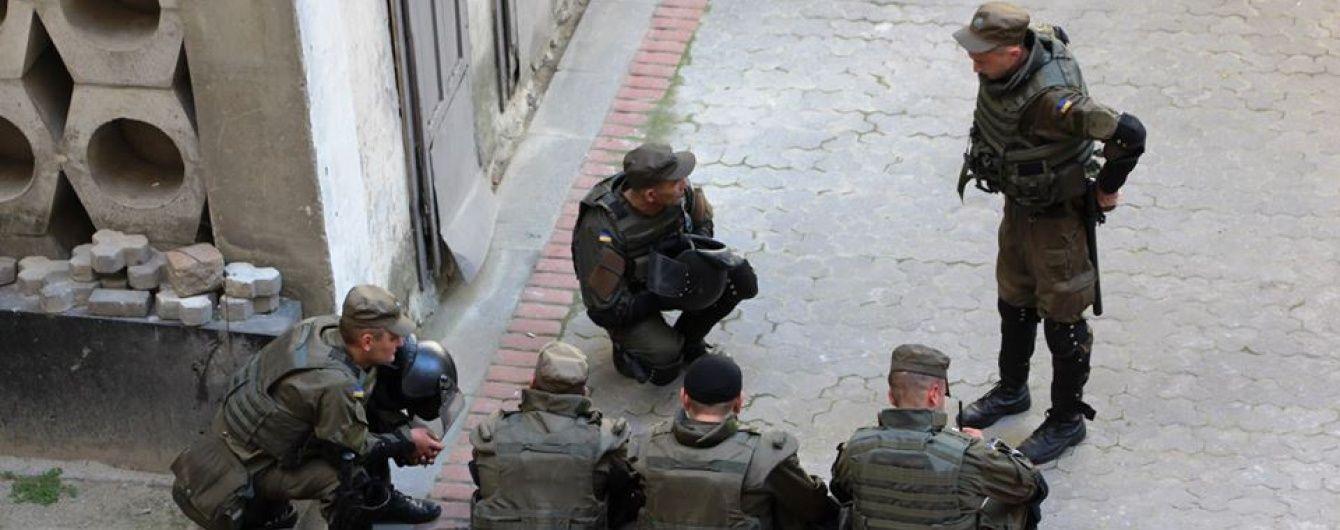 Під час сутичок у львівській Ратуші активісти УНА-УНСО розпилили сльозогінний газ - Нацгвардія